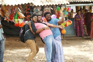 Sanjay, Thambi Ramaiah, Aadukalam Murugadoss in Virumandikum Sivanadikum Movie Photos
