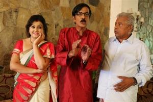 Sona, Manobala, Delhi Ganesh in Virumandikum Sivanadikum Movie Photos