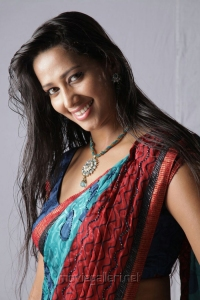 Tamil Actress Sanjana Singh at Yaarukku Theriyum Movie Stills