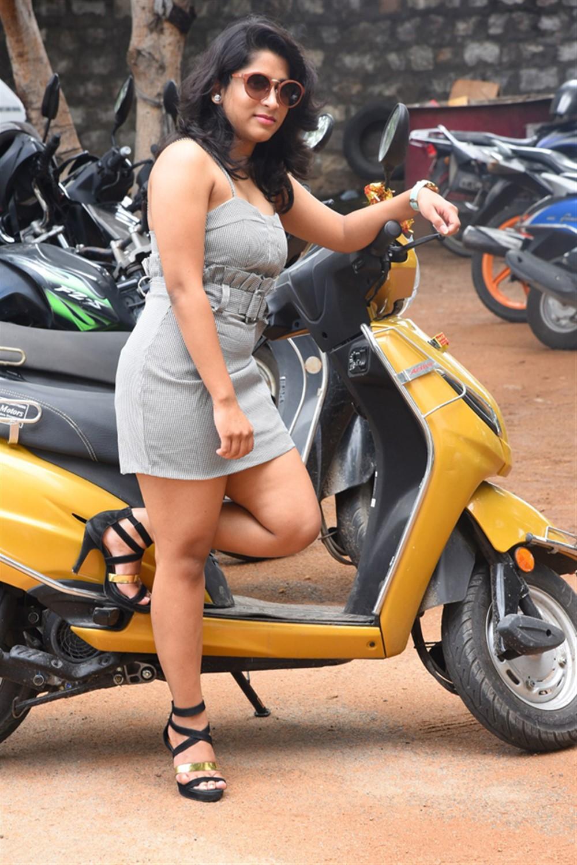 Telugu Actress Yamini Stills @ Tenali Ramakrishna BA BL Teaser Launch