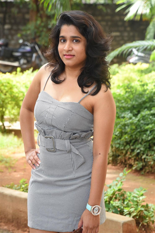 Anchor Yamini New Stills @ Tenali Ramakrishna BA BL Teaser Launch