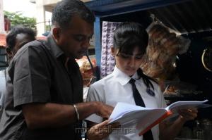 Gautham Menon, Samantha at Yeto Vellipoyindi Manasu Working Stills