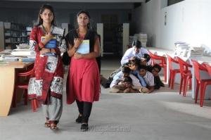 Swasika in Yevanum Buthanillai Movie Photos