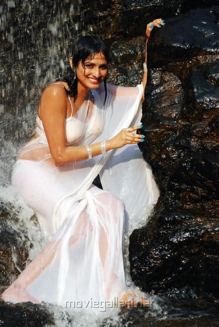Actress Haripriya Hot Spicy Wet in Yuvakudu Movie Photos