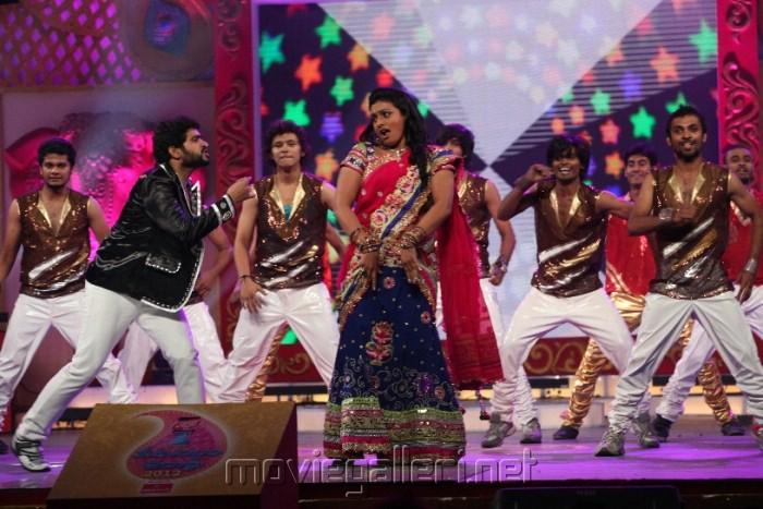 Roja Selvamani Dance at Zee Telugu Kutumbam Awards 2012 Function Stills
