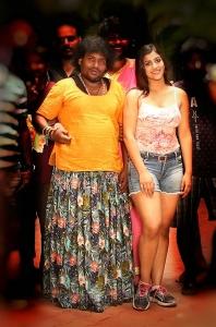 Yogi Babu, Yashika Anand in Zombie Tamil Movie Stills HD