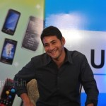 Mahesh Babu Meets UniverCell Customers Stills, Mahesh Babu UniverCell Photos