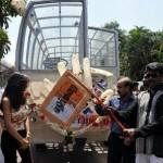 Parthiban Flags Ethirmarai Promo Bus Stills, Pictures, photo gallery
