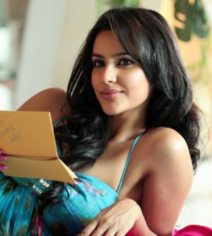 http://moviegalleri.net/wp-content/uploads/2011/04/priya_anand_180_movie_hot_photoshoot_stills.jpg