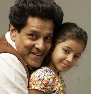 http://moviegalleri.net/wp-content/uploads/2011/07/vikram_baby_sara.jpg