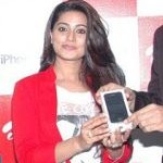 Actress Sneha launches Iphone 4S Airtel