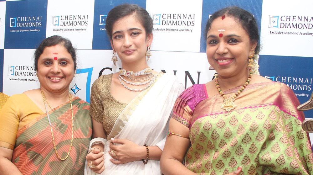 Singer Sudha Ragunathan, Heroine Akshara Haasan Inaugurated Chennai Diamonds Anna Nagar Showroom
