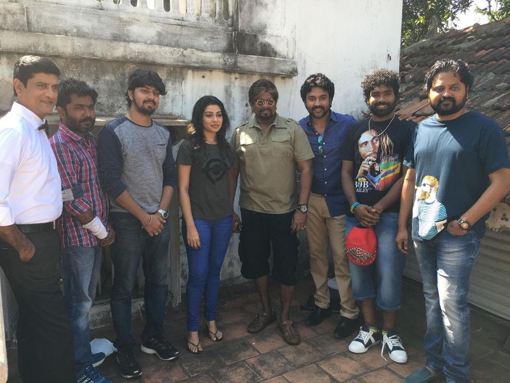 Actor Parthiepan Radhakrishnan joins in the shoot of 'Thittam Poattu Thirudara Kootam'