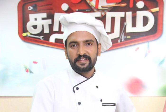 Actor Santhanam @ Dubai for Server Sundaram