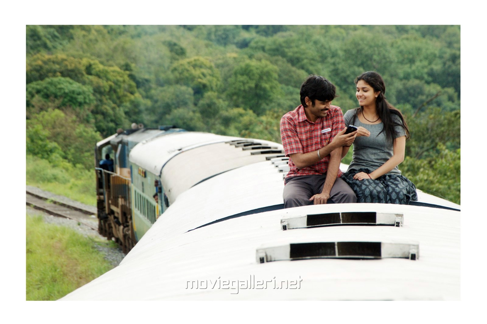 Thodari Movie Review
