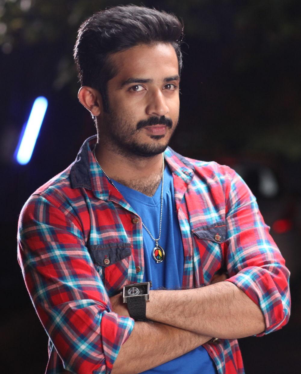 Anchor Ravi turns Hero @ Idi Maa Prema Katha Movie