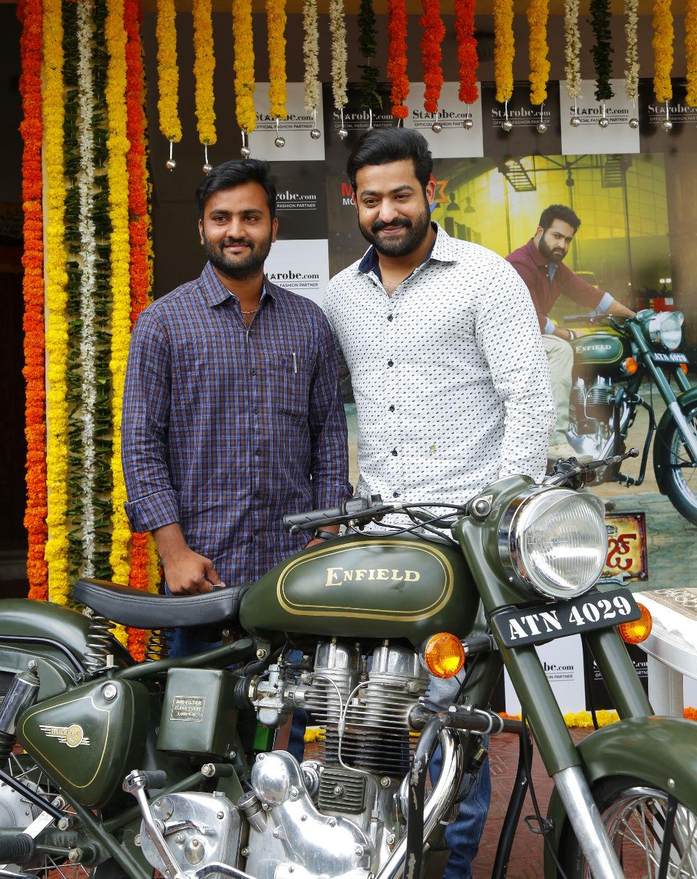 Jr NTR presented Janatha Garage bike to winner Rajkumar Reddy