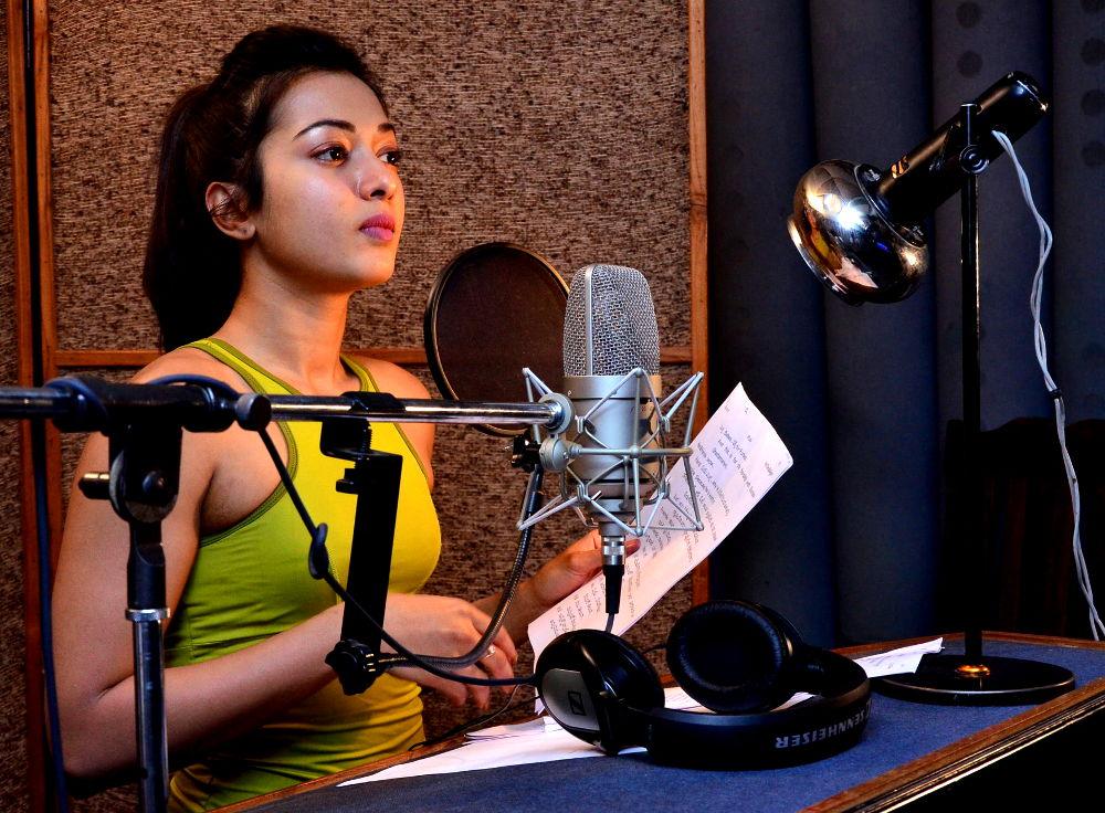 Catherine Tresa self dubbing for Gautham Nanda
