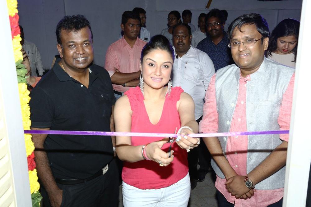 Actress Sonia Agarwal Launched No Strings Attached restaurant at Adyar, Chennai