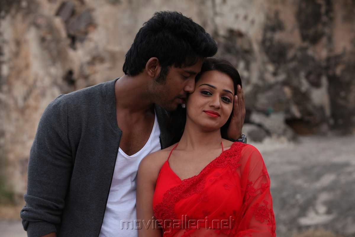 Adhagappattathu Magajanangalay Movie Review Umapathi Reshma Rathore