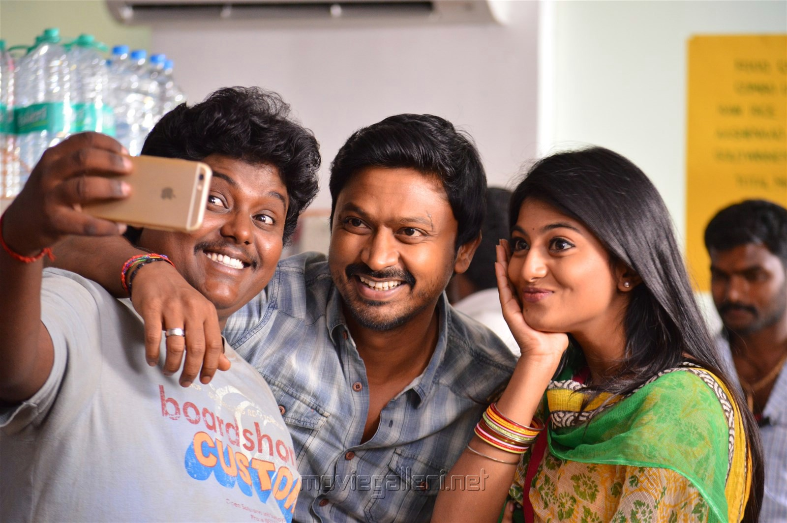 Black Pandi, Kreshna, Anandhi in Pandigai Movie Review