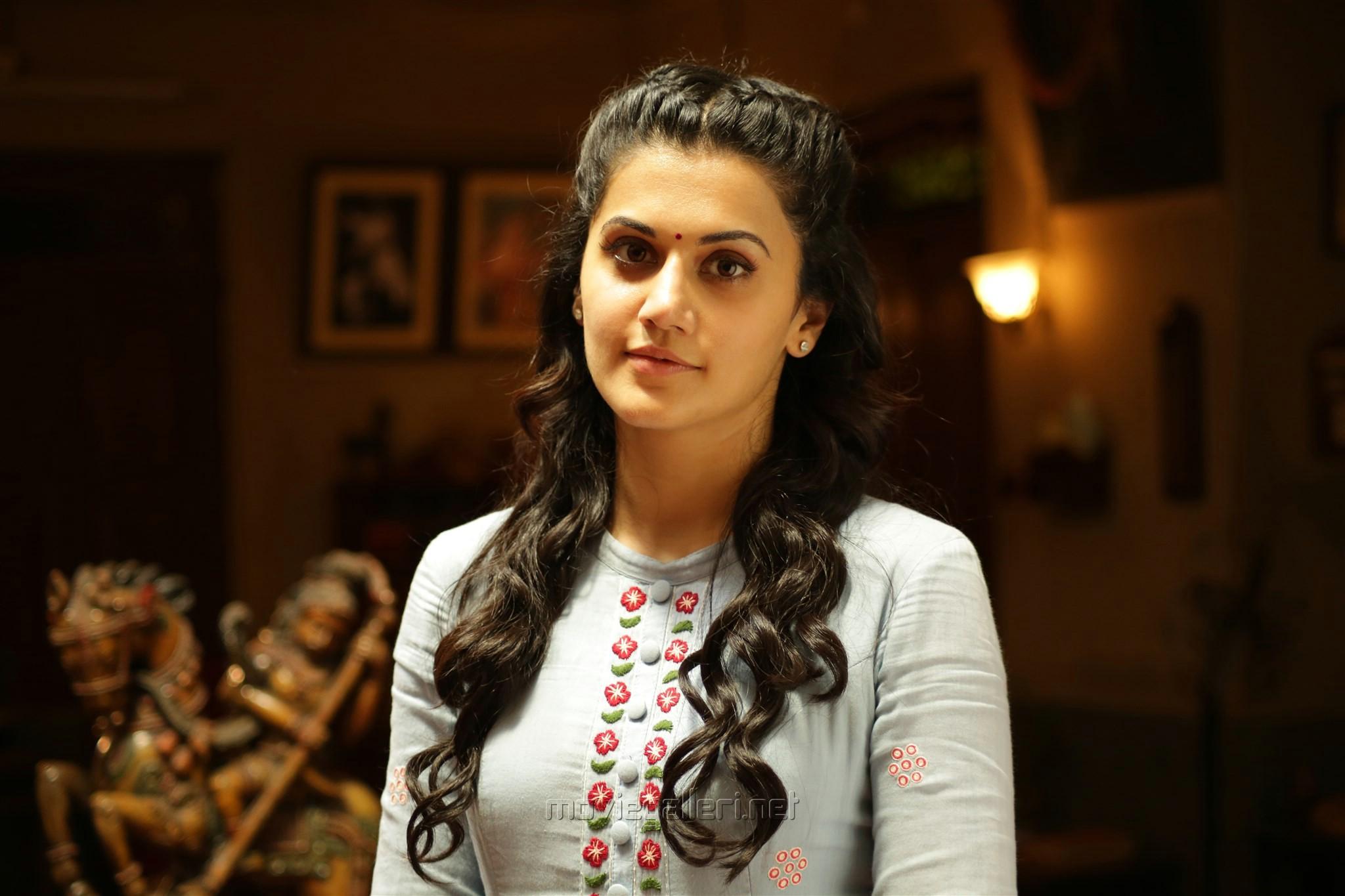 Telugu Actress Taapsee Pannu Stills in Anando Brahma Movie