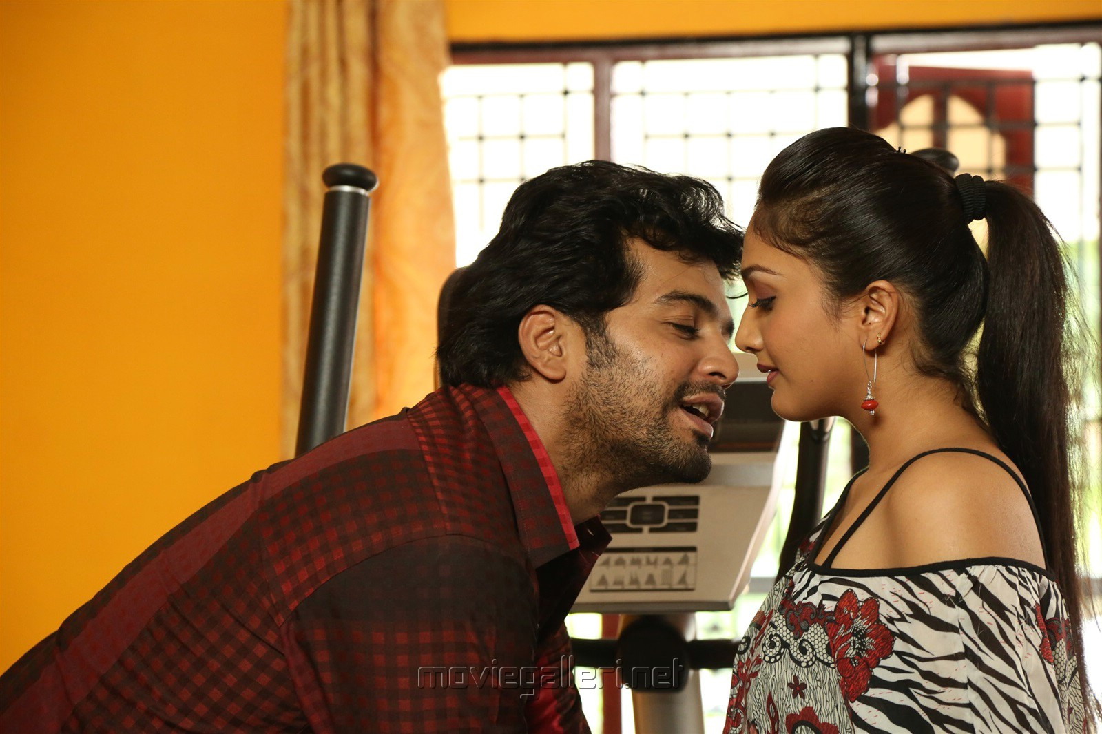 Aayirathil Iruvar Movie Review Vinay, Swasthika