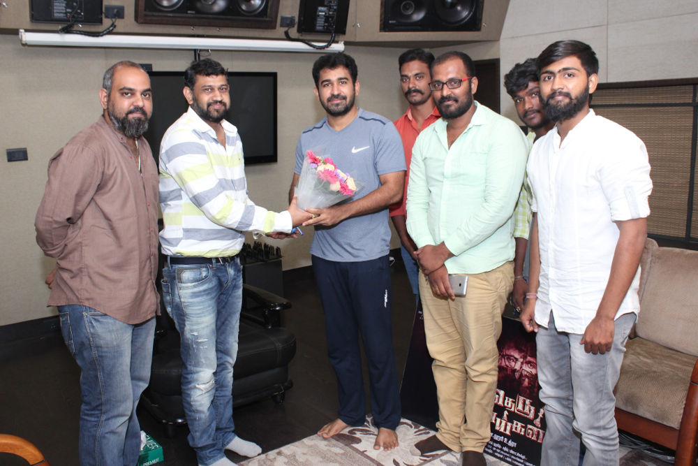 Vijay Antony Appreciated Theru Naaigal Team Photos