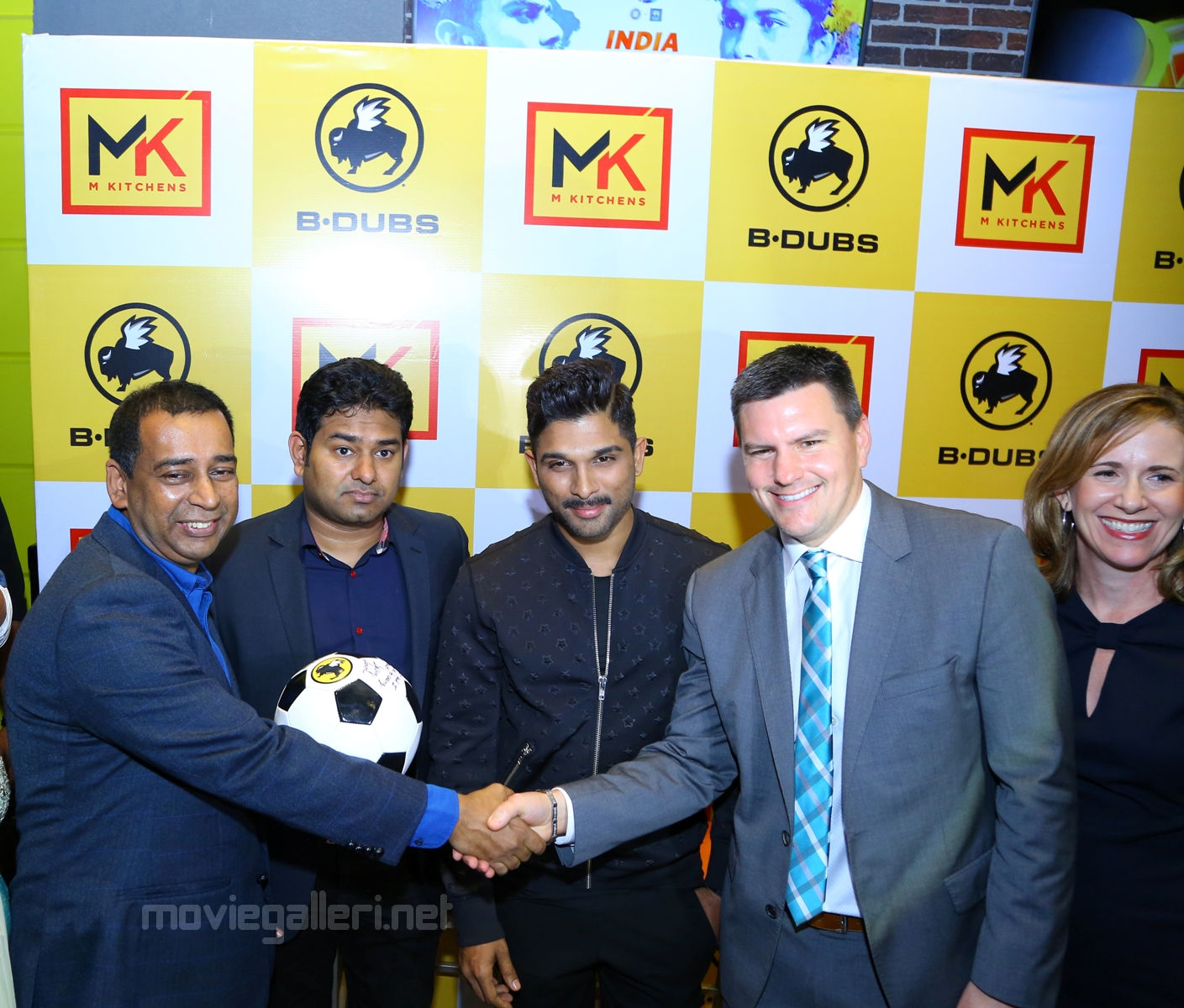 Allu Arjun, Tim Murphy, MD, BWW, Kedar Selagamsetty, founder and Director of M Kitchen and Sam Reddy Co-founder and Director of M Kitechen at the inauguration of Grand oppening of India's first Buffalo