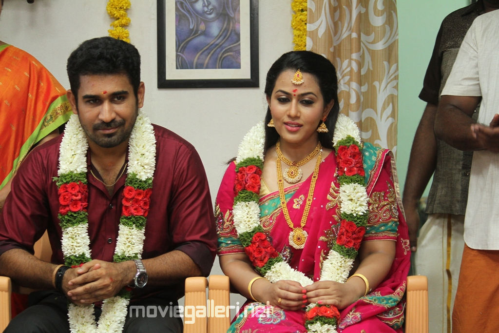 Vijay Antony Annadurai Movie songs available in the website www.vijayantony.com