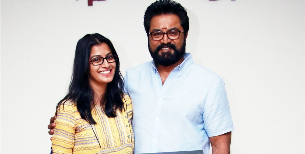 Actress Varalakshmi with father Sarathkumar in Pamban movie