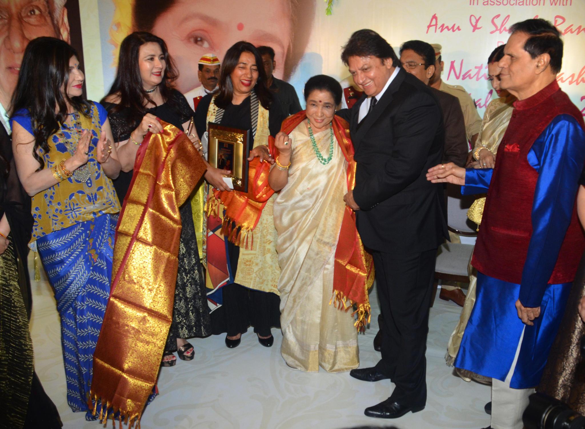 Asha Bhosle receives 5th Yash Chopra National Memorial Award 2018