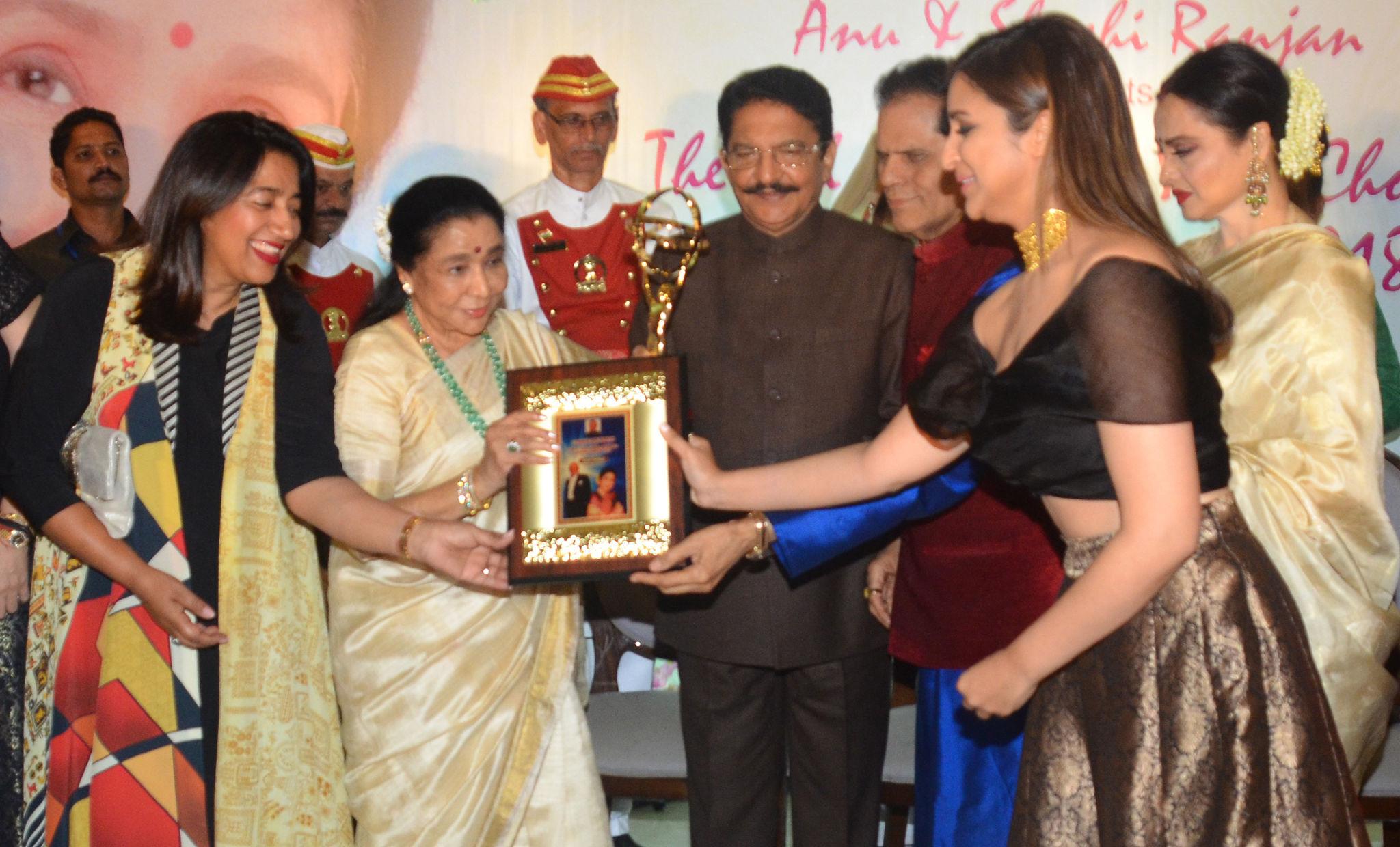 Singer Asha Bhosle receives 5th Yash Chopra National Memorial Award 2018