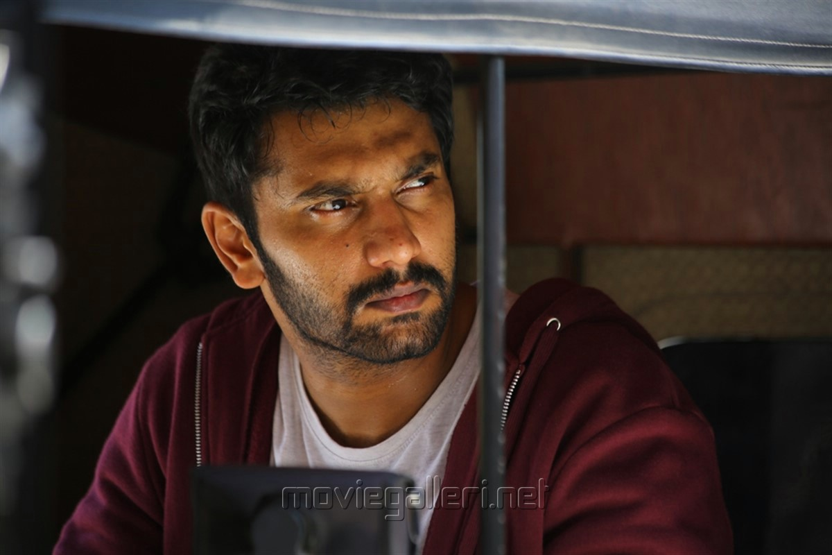 Actor Arulnidhi Iravukku Aayiram Kangal Movie Review