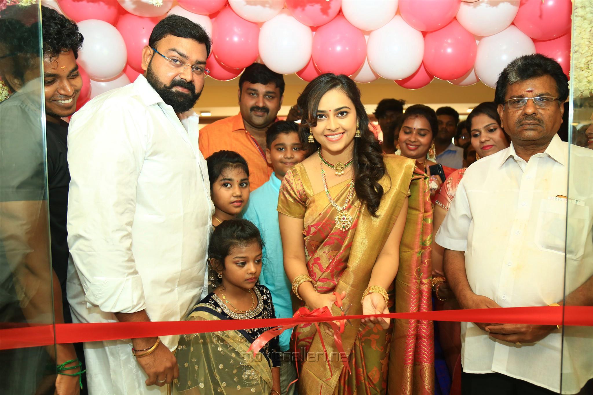 Actress Sri Divya Launches 'Sri Kanchi Pattu' in Kanchipuram