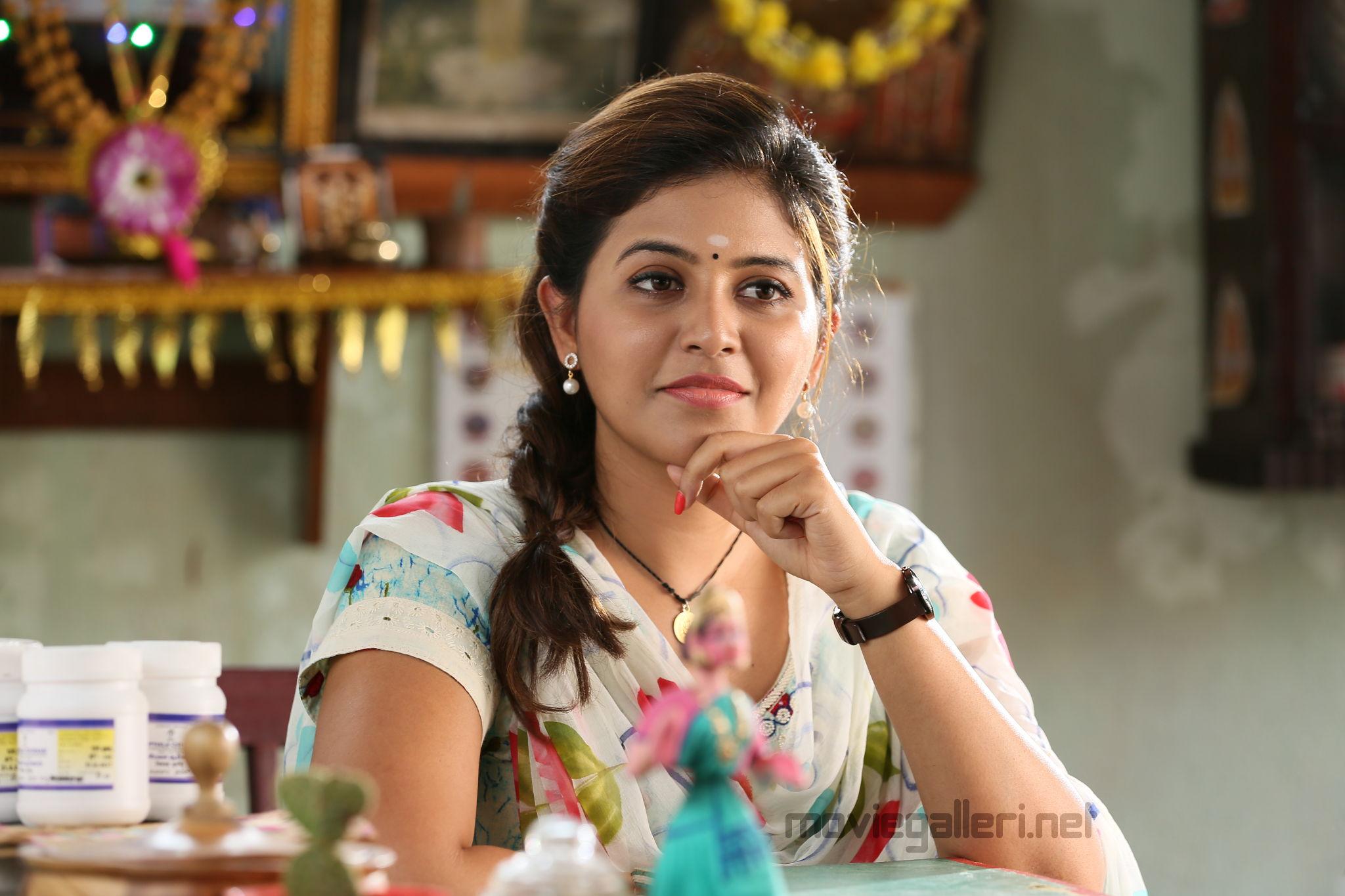Kaali Heroine Anjali says Vijay Antony are I are poles apart in real life