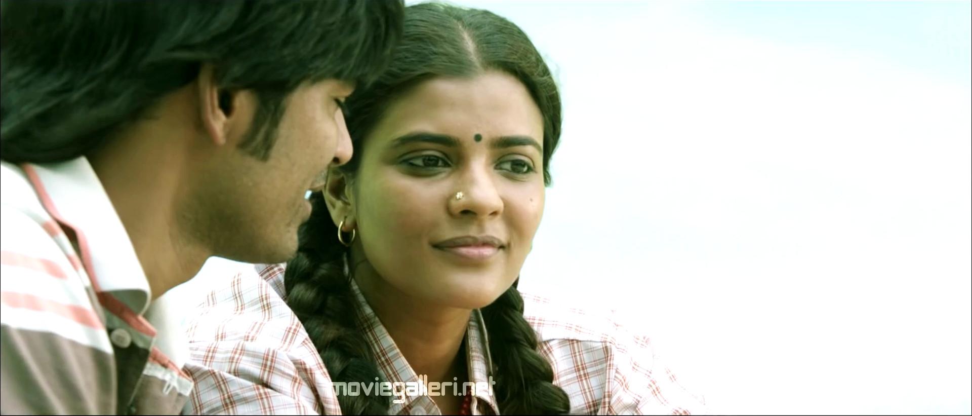 Dhanush kiss to Aishwarya Rajesh in Vada Chennai Teaser