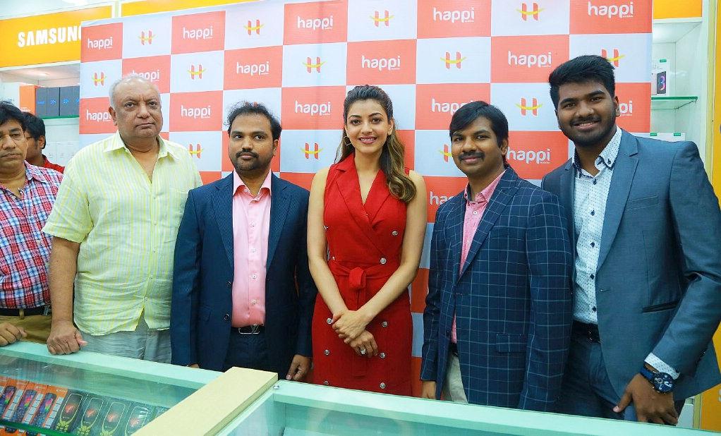 Kajal Aggarwal Inaugurates Happi Mobiles at Hanumakonda, Warangal