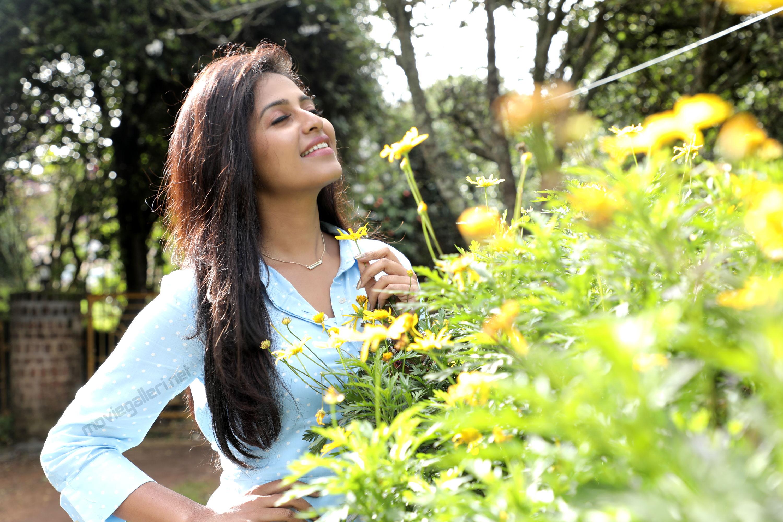 Lisa Movie Heroine Anjali Cute HD Wallpapers