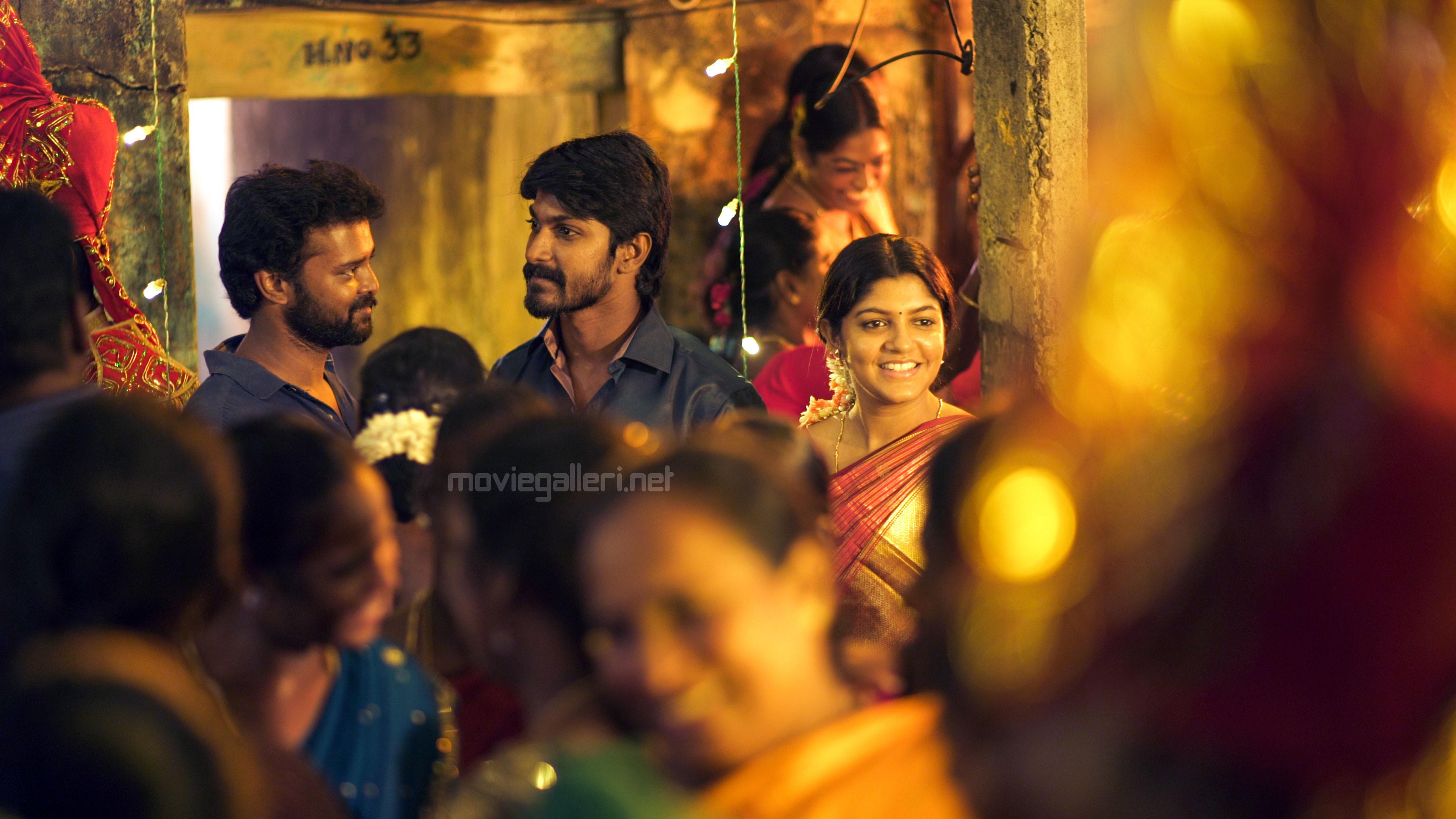 Rasu Ranjith, Easan, Aparna Balamurali in Theethum Nandrum Movie Pics HD