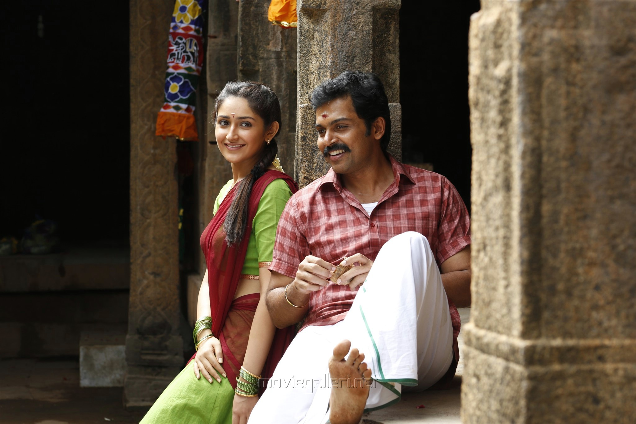 Sayesha & Karthi Kadaikutty Singam Movie Review