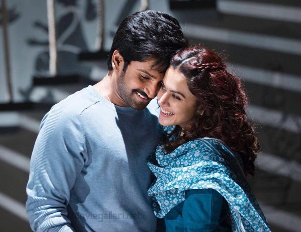 Aadhi Taapsee Neevevaro Movie Pics