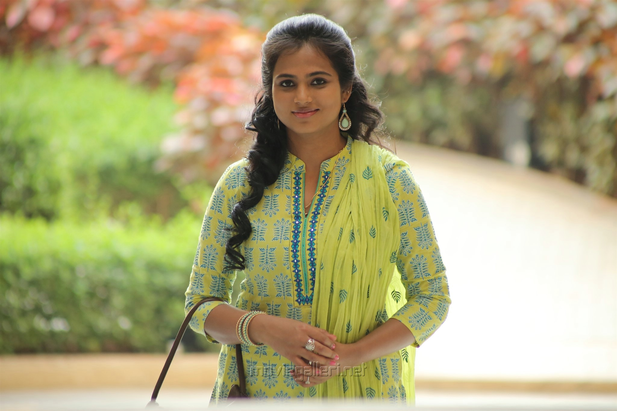 Aan Devathai Movie Heroine Ramya Pandian Photos Hd New Movie Posters