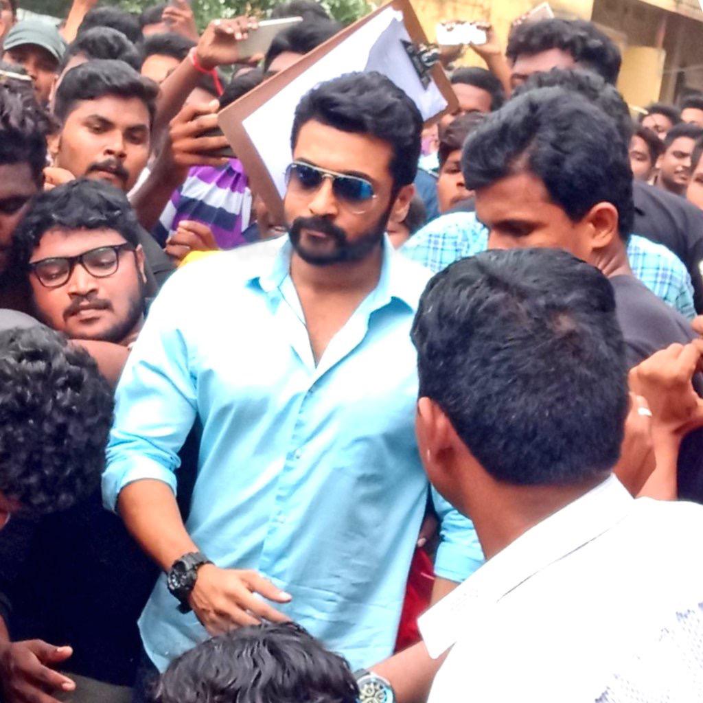 Actor Suriya mobbed with 5000 Fans @NGK Shooting Spot in Rajahmundry