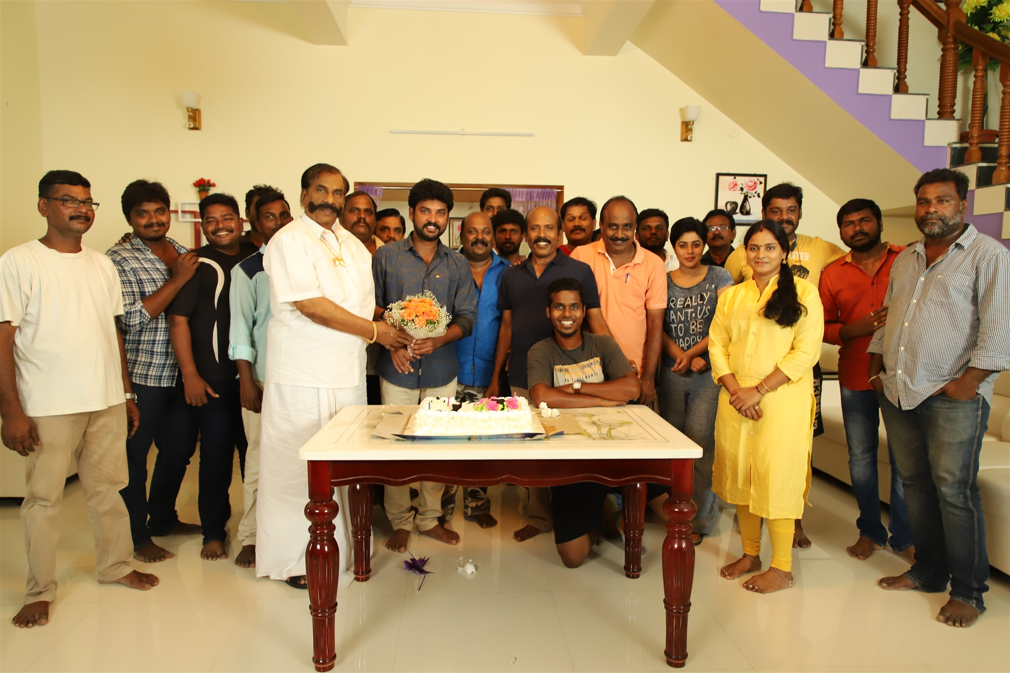 Actor Vimal Birthday Celebrations @ Ivanukku Engeyo Macham Irukku Movie Shooting Spot