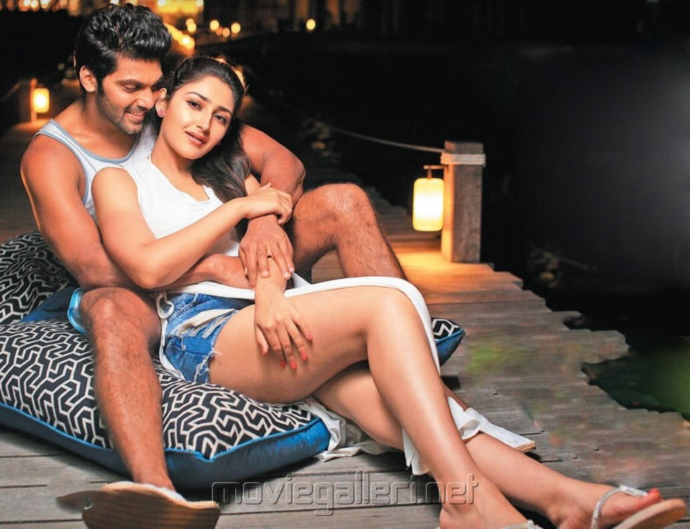 Arya Sayesha Ghajinikanth Movie Review