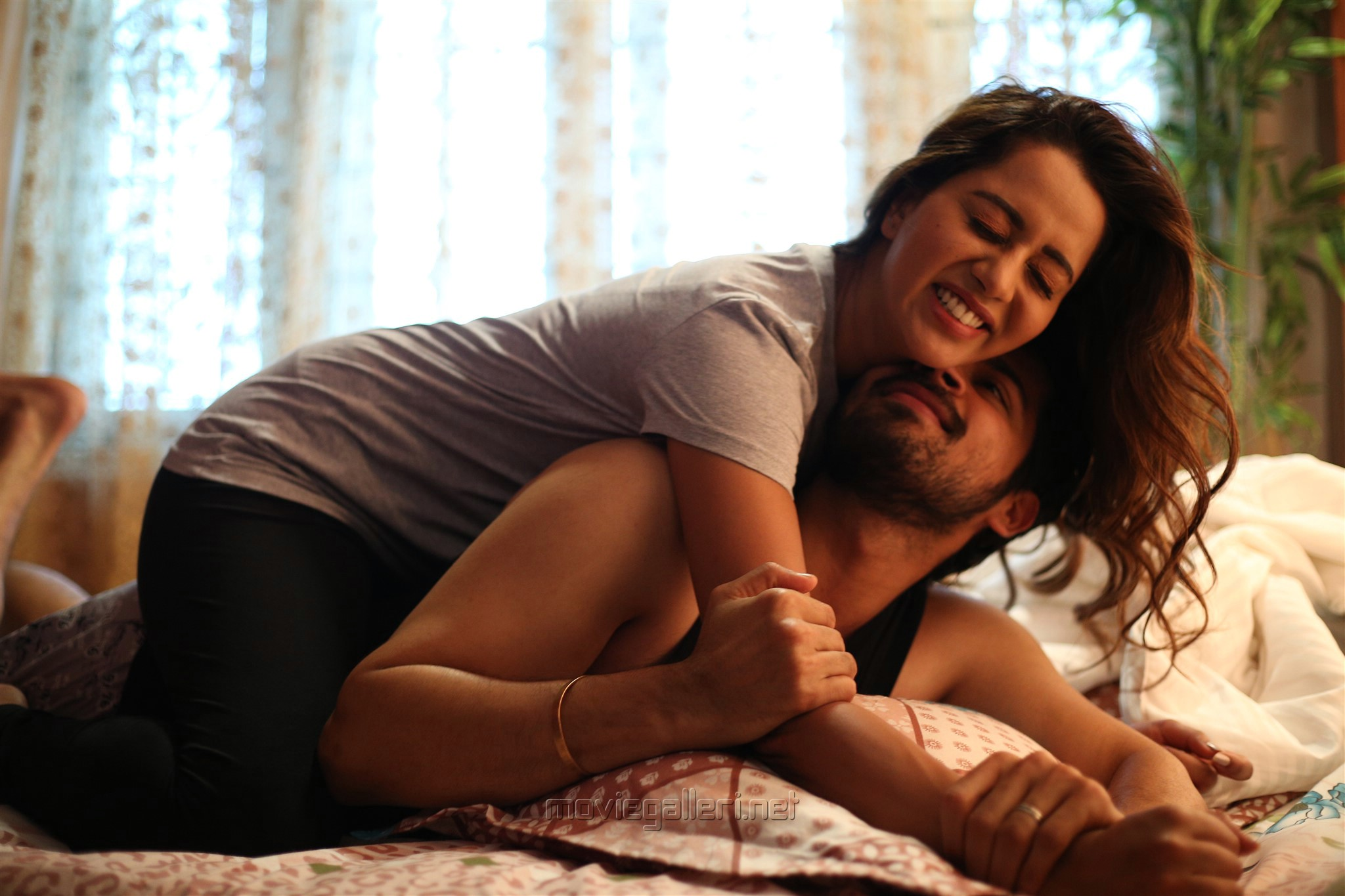Harish Kalyan Raiza Wilson Pyaar Prema Kadhal Movie Photos HD 5013a4b