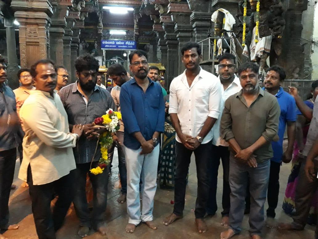 Sandakozhi 2 team offers special prayers at Madurai Meenakshi Amman Temple for Kerala floods victim