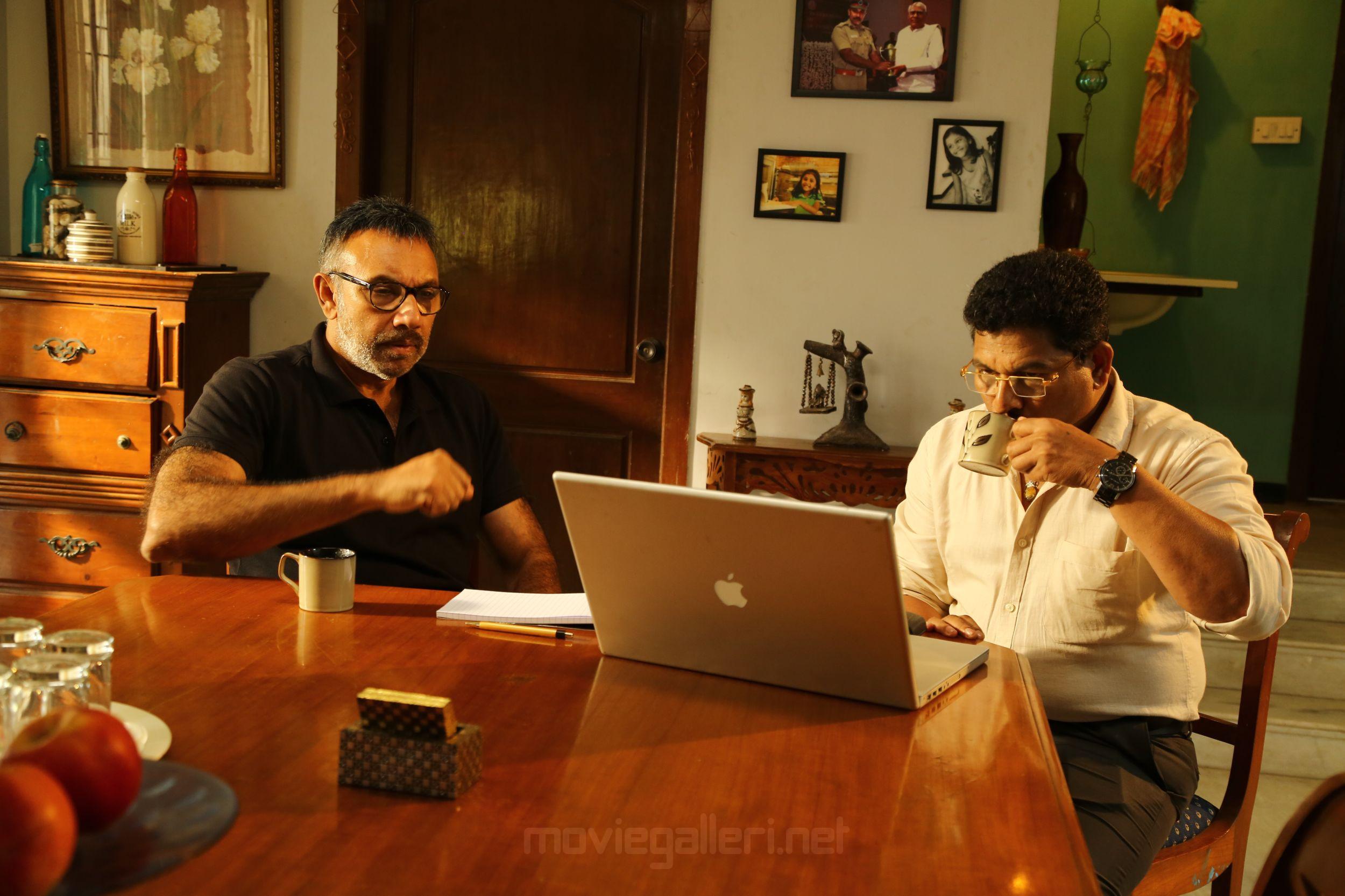Sathyaraj echarikkai movie review