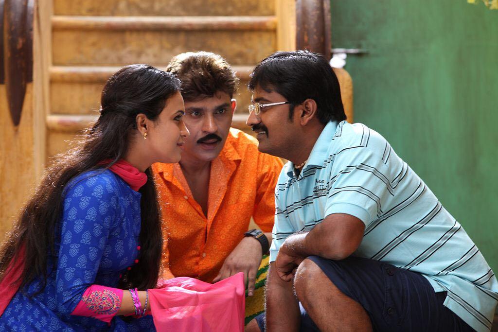 Sherin, Pradeep Jose, Karunakaran Kadikara Manithargal Movie Pics